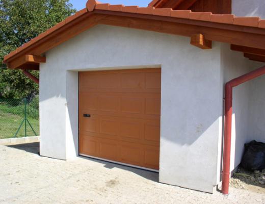 garážová brána hneda